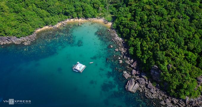Hòn Thơm mang vẻ đẹp hoang sơ, có nhiều hoạt động thể thao như lặn biển, du thuyền. Ảnh: Khánh Trần.