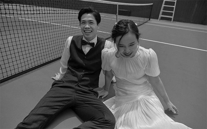Một vài tấm hình được chụp tại sân tennis.