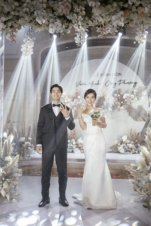 Nhờ sự lựa chọn trung thành với váy cưới tối giản qua 2 buổi tiệc, rất có thể Viên Minh sẽ tiếp tục lựa chọn váy cưới của cùng thương hiệu, mang phong cách tối giản cho tiệc cưới tại Phú Quốc (dành cho bạn bè thân thiết) vào ngày 18/11 và tại Nghệ An (họ hàng nhà trai) ngày 3/12.