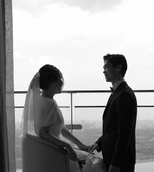Vợ Công Phượng là người rất kín đáo. Từ lúc yêu tới khi làm đám cưới, cô chưa từng chia sẻ công khai một bức ảnh nào chụp cùng Công Phượng.