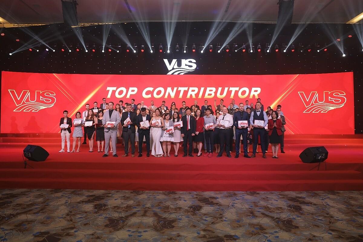 VUS dành tháng 11 để tri ân hơn 2.000 giáo viên và trợ giảng Việt Nam cũng như nước ngoài. Ảnh: VUS