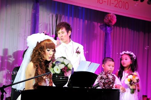 Tiết mục song ca lãng mạn của Lý Hải - Minh Hà ở đám cưới.