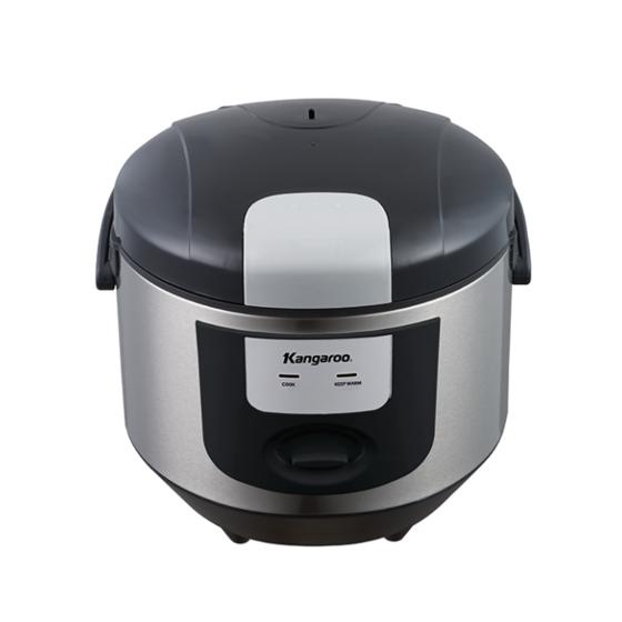 Nồi cơm điện 1.8L loại cơ model KG12H giảm 830.000đ (-35%)Dung tích 1.8 lít: Cung cấp đủ nhu cầu cho hộ gia đình từ 4 đến 6 người. Cả nhà luôn thưởng thức được cơm nóng hổi, thơm dẻo góp phần cho bữa ăn của gia đình thêm tròn vị và ngon miệng hơn. Nồi cơm điện Kangaroo là một cân nhắc mới cho bạn khi có nhu cầu.  • Mâm nhiệt lớn cùng công suất đến 700W: Giúp cơm được nấu chính nhanh hơn, tiết kiệm điện năng và thời gian mà vẫn không mất đi vị dẻo, ngon.  • Lòng nồi tráng sứ cao cấp, siêu bền: Đặc điểm này sẽ giúp nâng cao độ bền và giữ nhiệt tốt hơn cho nồi cơm điện. Để cơm không bị bám dính khi chín thì lòng nồi được phủ men chống dính cao cấp  • Màu xám, hoa văn trắng  • Quai xách chắc chắn, tiện dụng