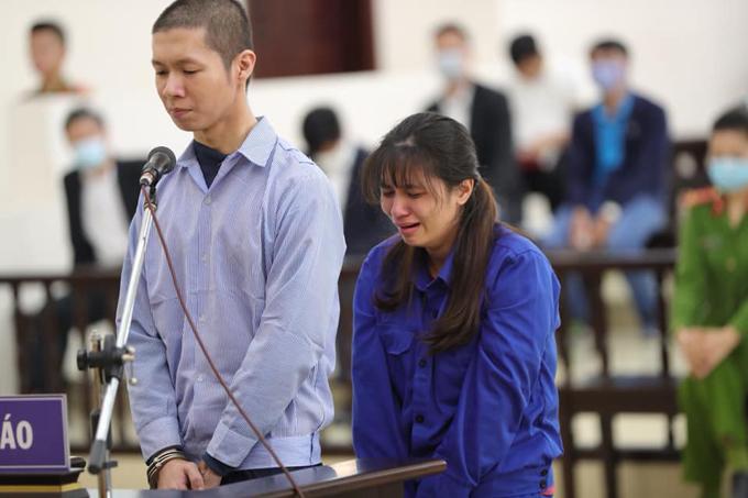 Sau khi bị đề nghị mức án tử hình và chung thân, Tuấn và Lan Anh bật khóc, ngoái đầu xin lỗi bà Dự.