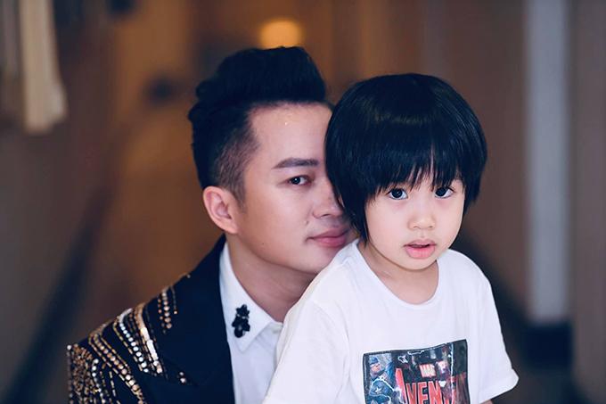 Bé Voi thường xuyên được mẹ Giang Phạm đưa đi xem bố biểu diễn.