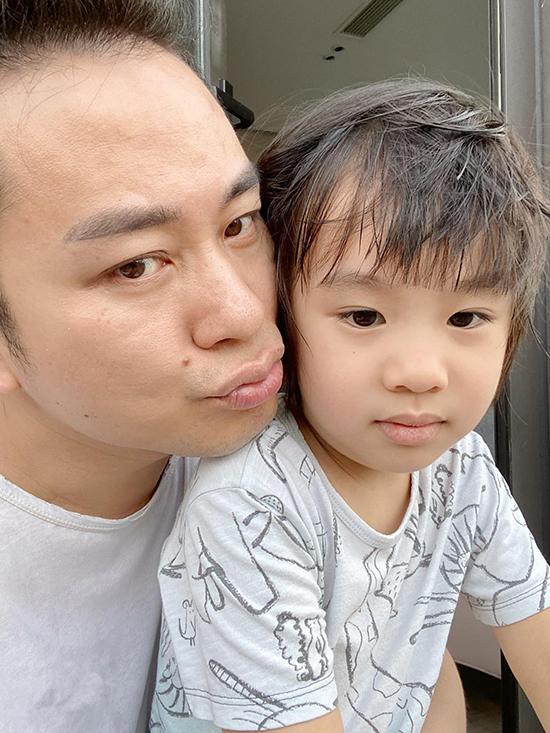 Cậu bé tên thật là Mạc Lam nhưng thường được bố mẹ gọi bằng biệt danh là Voi khi ở nhà.