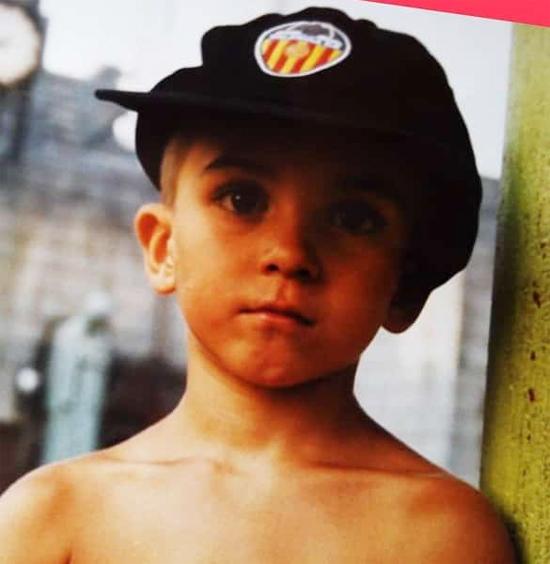 Ferran Torres Garcia chào đời ngày 29/2/2000 tại Foios, Valencia, Tây Ban Nha. Chàng trai 20 tuổi sinh đúng năm nhuận nên 4 năm mới tổ chức sinh nhật một lần.