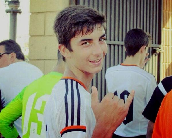 Năm 16 tuổi, Ferran Torres bắt đầu thi đấu cho đội dự bị của Valencia, hai năm sau được đôn lên đội một. Thi đấu ở vị trí tiền vệ cánh phải, chàng trai trẻ được coi là tài năng hứa hẹn của Tây Ban Nha.