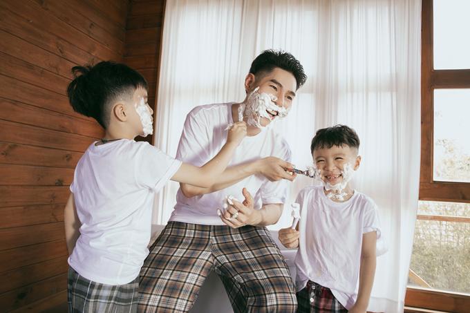 Loạt trang phục hợp mốt và dễ ứng dụng trong nhiều bối cảnh cũng được thầy trò Nguyễn Hưng Phúc giới thiệu trong bộ ảnh mừng ngày 20/11.