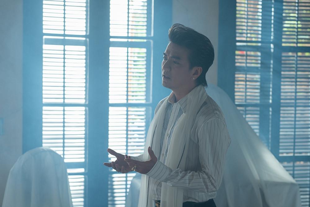 Ba MV lấy cảm hứng từ câu chuyện có thật của Đàm Vĩnh Hưng, song được đạo diễn Đinh Hà Uyên Thư và biên kịch Minh Châu sửa đổi phù hợp hơn.