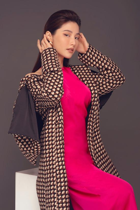 Trong các fashion show vào dịp cuối năm, Adrian Anh Tuấn sẽ gửi đến giới mộ điệu các mẫu váy áo đậm chất thu đông.