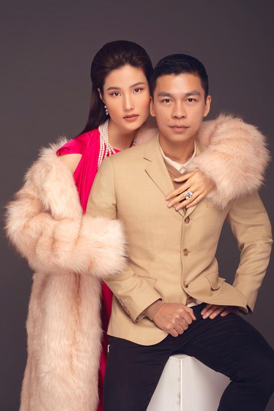 Theo Adrian Anh Tuấn, diễn viên Diễm My 9x là sự giao thoa tuyệt đẹp giữa nhan sắc và văn hoá Bắc Bộ xưa kia. Vì thế hình ảnh của cô rất vừa vặn với tạo hình ý nhị trong bộ sưu tập Đào.