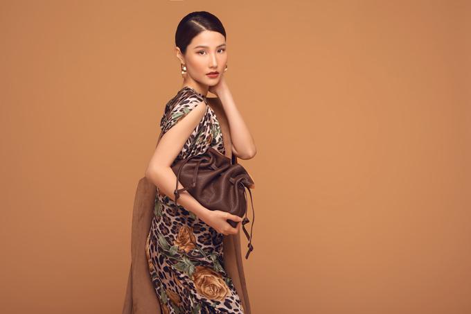 Bộ ảnh được thực hiện với sự hỗ trợ của nhiếp ảnh Linh Phạm, art director Sơn Đoàn, trang điểm và làm tóc Kuny Lee.
