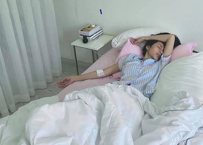 Thủy Tiên kiệt sức, suy nhược cơ thể khi từ miền Trung về Sài Gòn đầu tháng 11.