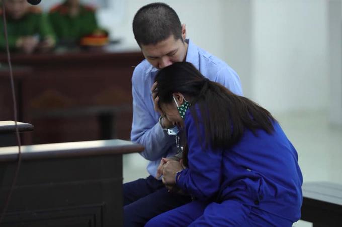 Đôi vợ chồng bạo hành con 3 tuổi đến chết ôm nhau khóc  - 2