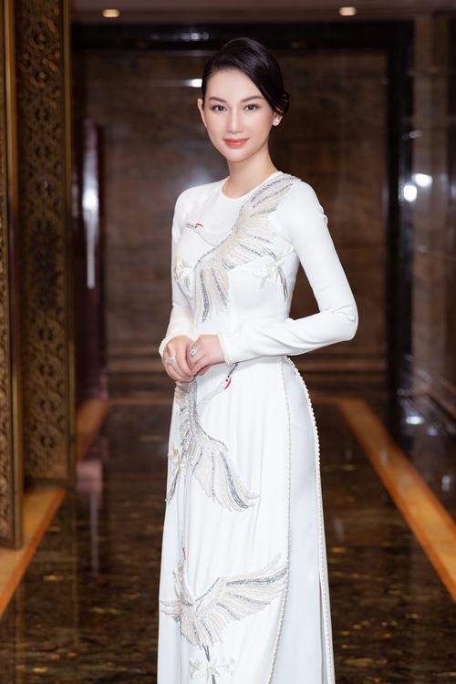 Riêng với chứng khoán, Quỳnh Chi có khá nhiều cơ hội phát triển trong năm 2020. Cô hy vọng hai tháng cuối năm và sang năm 2021, các lĩnh vực mình kinh doanh lẫn showbiz đều khởi sắc.