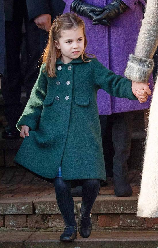 Sau đó, chúng tôi đã thấy một phiên bản nhỏ trên Charlotte khi các hoàng gia bước ra vào ngày Giáng sinh năm ngoái.