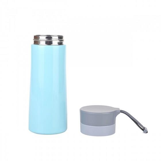 Phích giữ nhiệt Elmich Inox 304 420ml EL7917 (2247917) 248.000đ (-37%)Công nghệ hút chân không tối ưu, giữ nóng 8h và giữ lạnh lên đến 12h- Thiết kế mạnh mẽ, có móc đeo tiện dụng, phù hợp với những người chơi thể thao- Lưu trữ trọn vẹn hương vị và dinh dưỡng của thực phẩm  Bình giữ nhiệt inox 304 Elmich được làm từ chất liệu inox cao cấp, không tác dụng với thức ăn, không giải phóng các chất độc hại, an toàn cho sức khỏe người sử dụng. Vỏ bình có cấu tạo 3 lớp giúp giữ nhiệt được lâu hơn.  Bình giữ nhiệt inox 304 Elmich không chỉ đóng vai trò là một chiếc ly uống nước thông dụng còn có thể giữ đồ uống lạnh hoặc nóng trong thời gian lâu hơn giúp bạn có thể mang theo đồ uống dùng cho cả ngày.