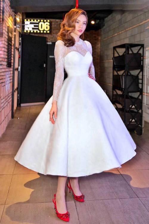 Phần chân váy có độ xòe rộng, giúp người diện hóa thành công chúa cổ tích.
