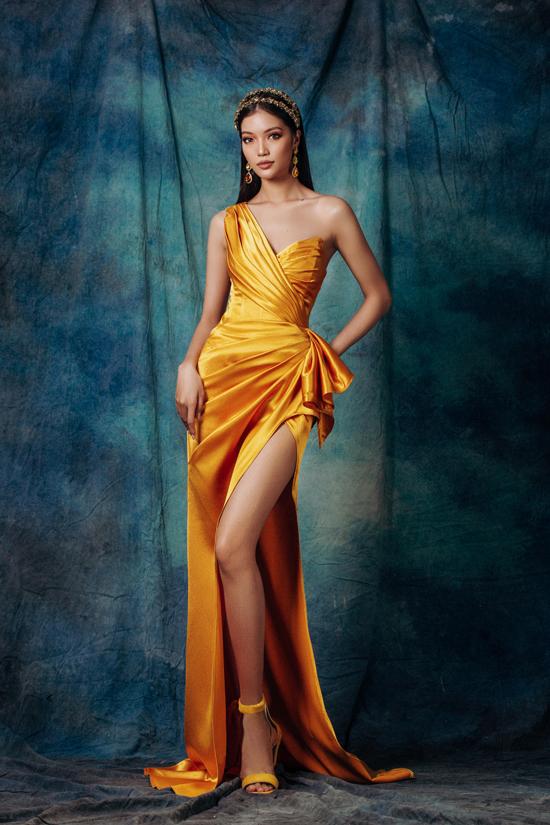 Bộ ảnh được thực hiện với sự hỗ trợ của người mẫu Lâm Bích Tuyền, trang điểm Duy Hậu, trang phục Brian Võ.