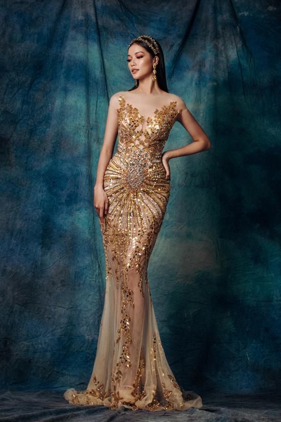Bộ sưu tập Nữ thần của những nữ thần dành cho phái đẹp chuộng các mẫu váy đuôi cá tôn nét quyến rũ khi tham gia tiệc tùng.