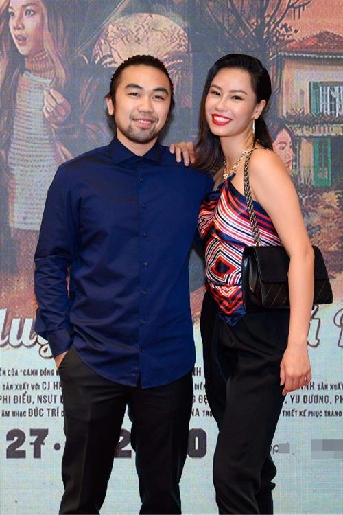 Á khôi áo dài Huỳnh Yến Nhi dự sự kiện cùng bạn.