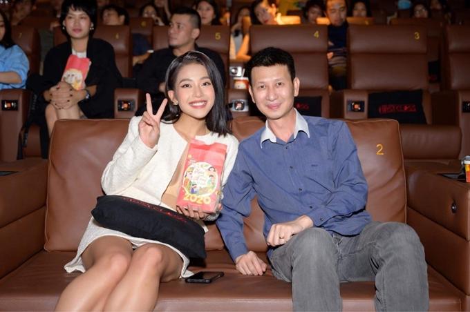 Khả Ngân vào rạp xem phim một lần nữa cùng đạo diễn Nguyễn Phan Quang Bình.