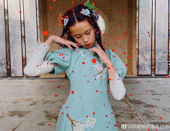 Ông bố trẻ tự học may, làm hơn 100 bộ váy cho con gái - 8