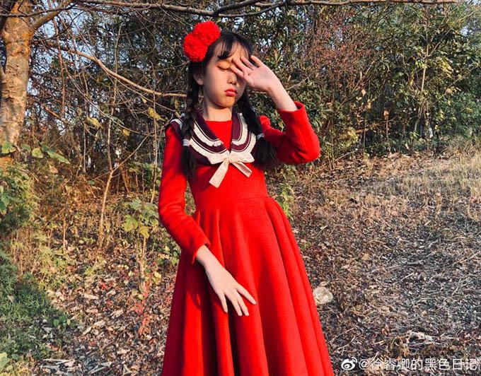 Ông bố trẻ tự học may, làm hơn 100 bộ váy cho con gái - 12