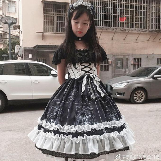 Ông bố trẻ tự học may, làm hơn 100 bộ váy cho con gái - 14