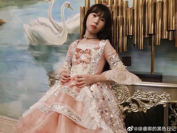 Ông bố trẻ tự học may, làm hơn 100 bộ váy cho con gái - 18
