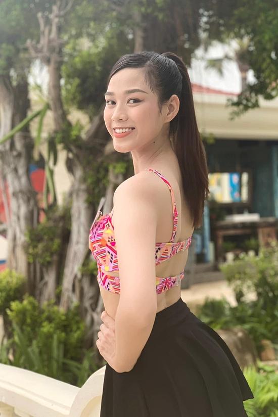 Đỗ Thị Hà là con gái út trong một gia đình có ba anh chị em tại Thanh Hóa. Hiện người đẹp theo học ngành Luật Kinh doanh, Đại học Kinh tế Quốc dân.