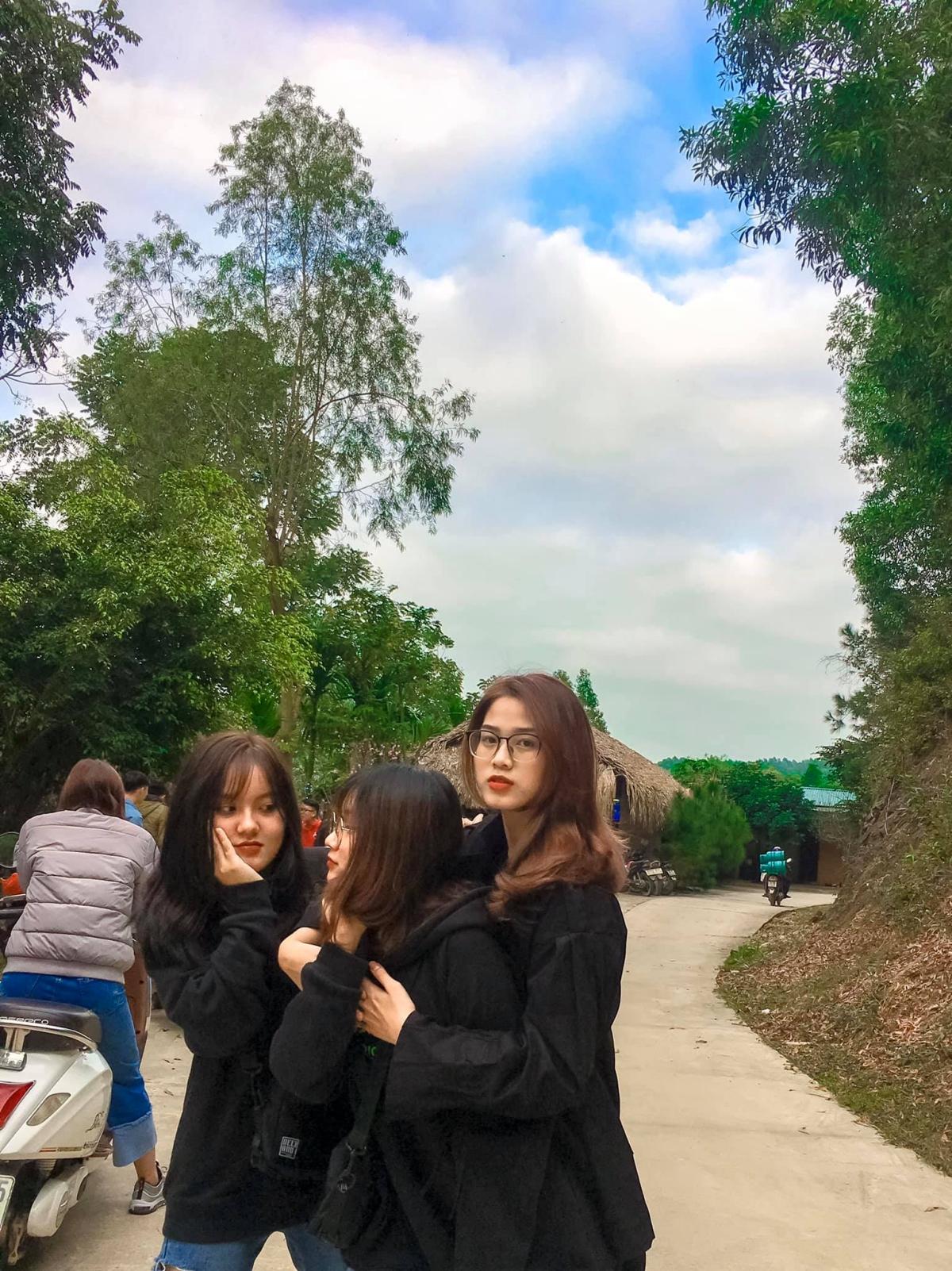 Tân hoa hậu Đỗ Thị Hà hay du lịch với lớp - 6