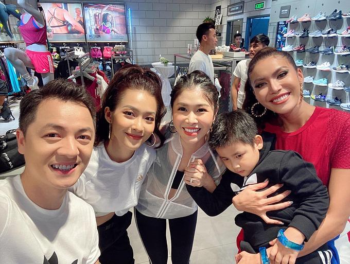Vợ chồng Đăng Khôi - Thủy Anh dự sự kiện cùng diễn viên Khả Ngân, siêu mẫu Minh Tú.