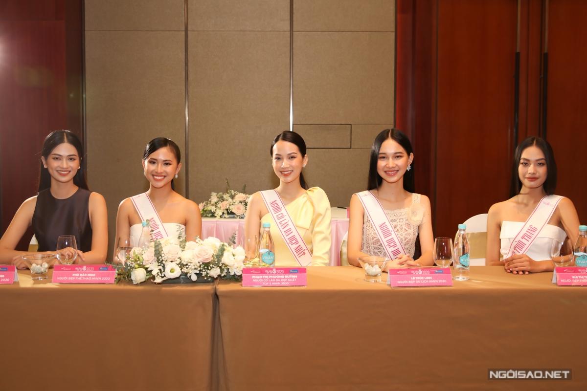 Dàn thí sinh đoạt thành tích cao tại chung kết Hoa hậu Việt Nam 2020 cũng tham dự họp báo: