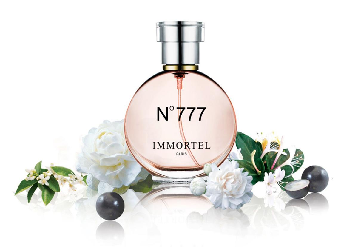 Nước hoa nữ Immortel No777Eau De Parfum được tạo nên từ hương hoa nhiệt đới và long diên hương, tạo cảm giác bí ẩn, nồng nàn. Hương thơm lưu từ 6 đến 10 giờ, phù hợp cho nhiều dịp trong năm. Lọ 60 ml dạng xịt, có giá niêm yết 479.000 đồng, cuối tuần giảm giá 35% còn 309.000 đồng.