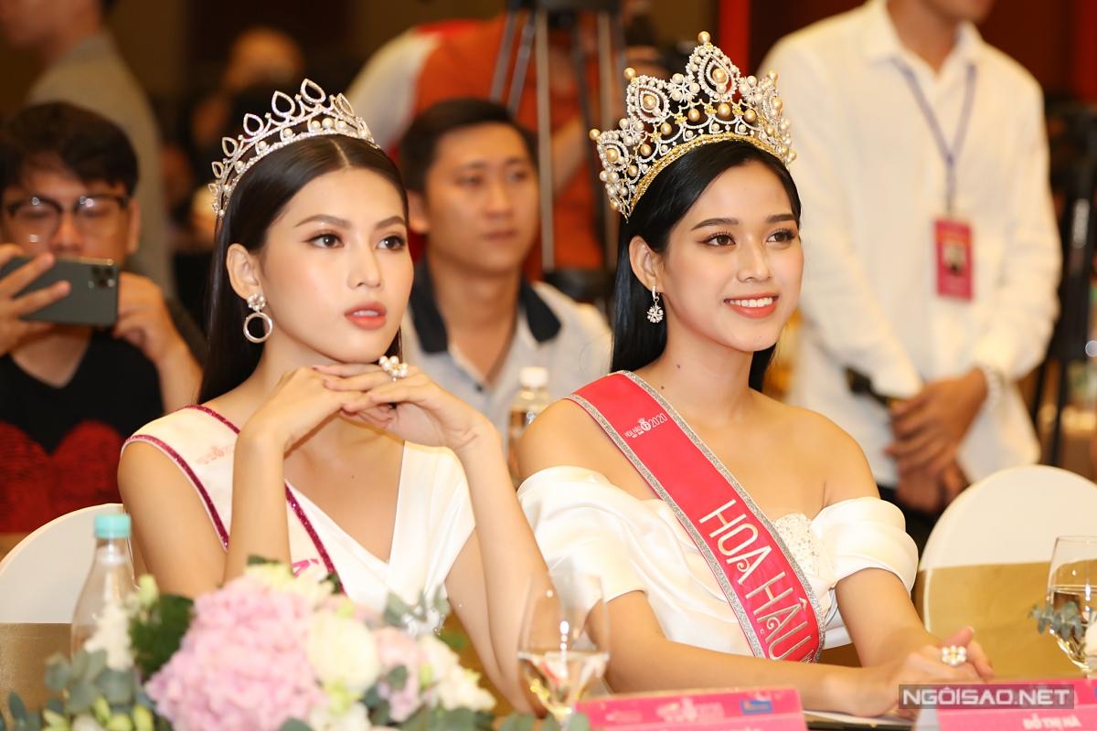 Hoa hậu Đỗ Thị Hà và á hậu Ngọc Thảo khoe sắc bên nhau.