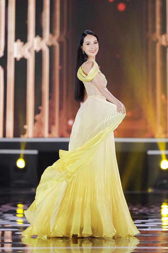 Phạm Thị Phương Quỳnh (Đồng Nai) cao 1,74 m, số đo ba vòng 78-62-94 cm. Cô được chú ý ngay từ khi hình ảnh xuất hiện trên fanpage Hoa hậu Việt Nam nhưng chỉ dừng lại ở Top 5.