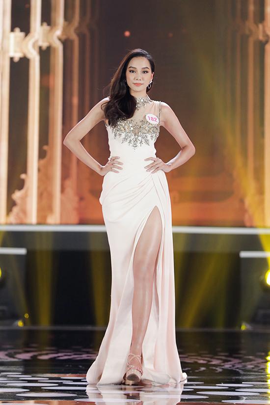 Nguyễn Thị Bích Thùy sinh năm 2001, cao 1,73 m, số đo ba vòng 79 - 66 - 92 cm. Người đẹp là sinh viên Đại học Tài chính Marketing TP HCM. Cô dừng ở Top 15.