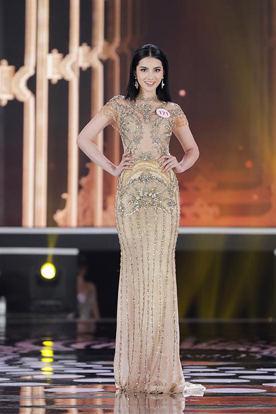 Nguyễn Thị Cẩm Đan sinh năm 2002, quê Châu Đốc, An Giang. Cô cao 1,72 m, số đo ba vòng 83-64-92 cm.