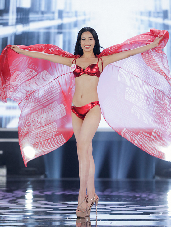 Nguyễn Thị Thanh Thủy sinh năm 1999 ở Hải Phòng, là sinh viên Đại học Luật. Cô cao 1,69 m, số đo ba vòng là 84-61-94 cm.
