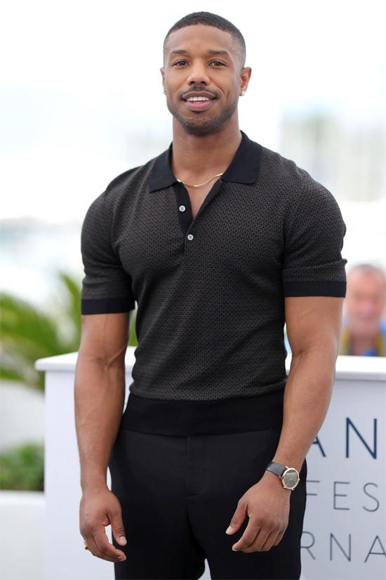 Nam diễn viên Black Panther Michael B. Jordan chỉ vừa được tạp chí People vinh danh là Người đàn ông đương đại quyến rũ nhất thế giới năm 2020. Danh hiệu này có thể giúp tài tử 33 tuổi nhanh kiếm được người yêu hơn. Nhiều năm nay Michael B. Jordan - ngôi sao có chiều cao 1,83 m và thân hình vạm vỡ - vẫn ế vì quá đam mê công việc.