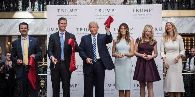 Ông Trump chật vật bán khách sạn gần Nhà Trắng - 2
