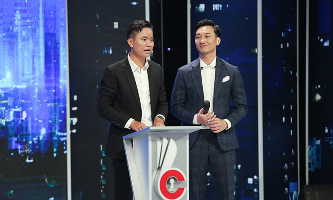 Ứng viên Bùi Đoàn Chung (trái), người có hơn 13 năm kinh nghiệm trong lĩnh vực nhân sự.