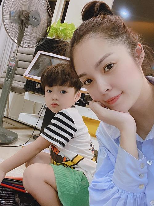 Diễn viên Dương Cẩm Lynh than thở nhớ con trai.