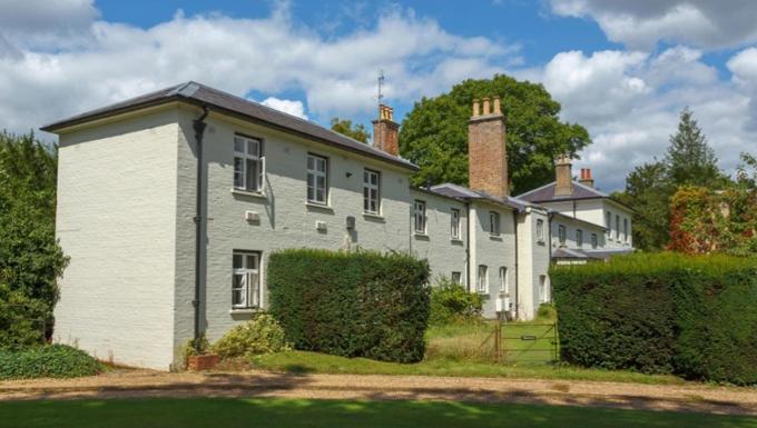Tư dinh Frogmore Cottage của nhà Harry - Meghan hiện là nơi ở của vợ chồng Công chúa Eugenie. Ảnh: Alamy.