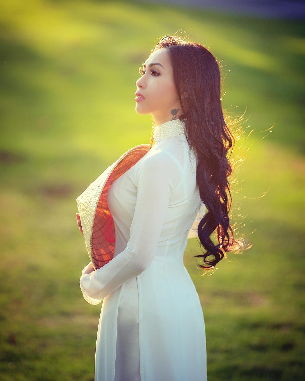 Ngọc Quỳnh khoe thân hình thon gọn và vẻ đẹp của người phụ nữ Việt Nam.