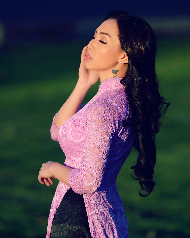 Hoa hậu Ngọc Quỳnh có tình yêu đặc biệt với tà áo dài và sự trân quý dành cho vẻ đẹp người phụ nữ Việt Nam.
