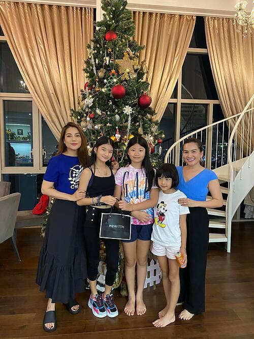 Bà xã diễn viên Bình Minh và hai con chúc mừng sinh nhật bé Devon tròn 12 tuổi: Chúc Devon càng lớn càng xinh đẹp và giỏi giang như mẹ Trương Ngọc Ánh.