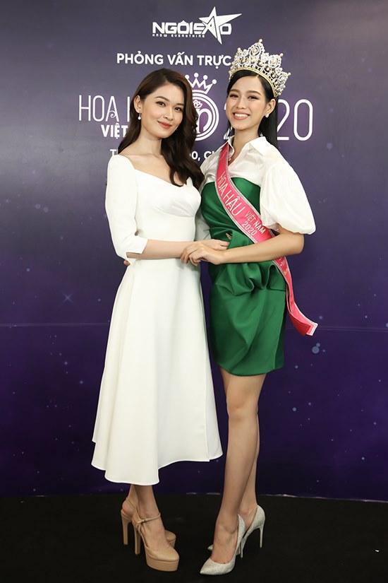 Á hậu Thùy Dung đảm nhận vai trò dẫn dắt chương trình. Cô rất ấn tượng với sự chân thành, hồn nhiên và vẻ đẹp của tân hoa hậu.